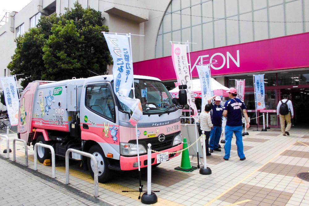 横浜市内のスーパーマーケットで行われた啓発活動の様子