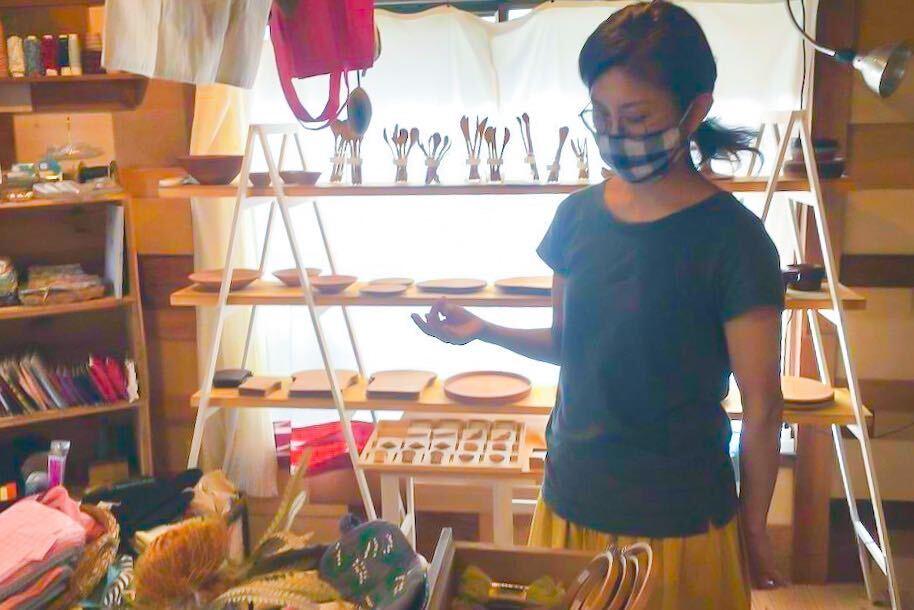 AppliQué事業担当の斎藤由美子さん。「縫物は子どものためにする程度でしたが、AppliQuéに関わることで作ることが楽しくなったし、作ることのハードルが下がった感じがしています」
